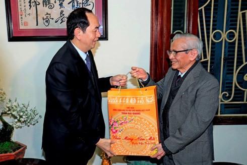 Chủ tịch nước chúc Tết các trí thức tiêu biểu của Hà Nội - Ảnh 1.