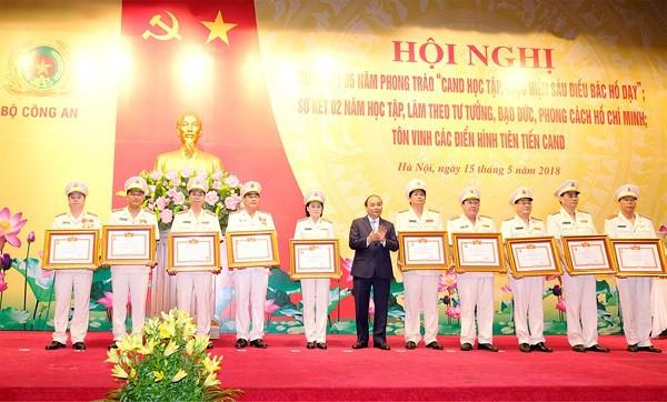 Thủ tướng: 6 điều Bác Hồ dạy là kim chỉ nam cho Công an nhân dân - Ảnh 1.