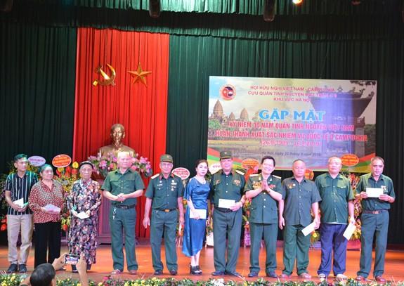 Gặp mặt kỷ niệm 30 năm Quân tình nguyện Việt Nam hoàn thành xuất sắc nhiệm vụ quốc tế ở Campuchia - Ảnh 2.