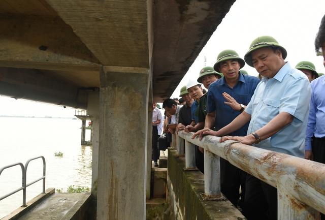 Hủy mọi cuộc họp, Thủ tướng đi thị sát, chỉ đạo hộ đê tại Ninh Bình - Ảnh 5.