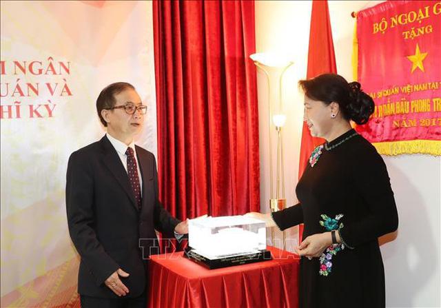 Chủ tịch Quốc hội gặp gỡ cộng đồng người Việt tại Thổ Nhĩ Kỳ - Ảnh 1.