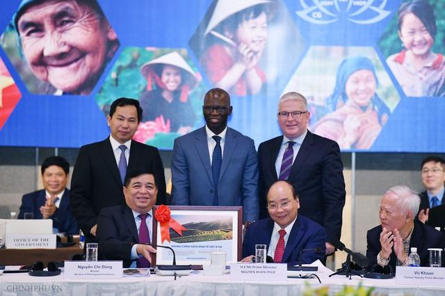 Thủ tướng: Việt Nam luôn cháy mãi khát vọng thịnh vượng - Ảnh 2.