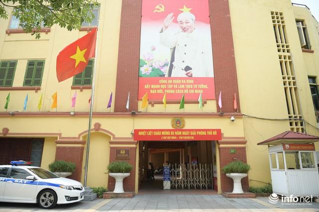 Đường phố Hà Nội rực rỡ trước kỉ niệm 65 năm Ngày giải phóng thủ đô - Ảnh 4.