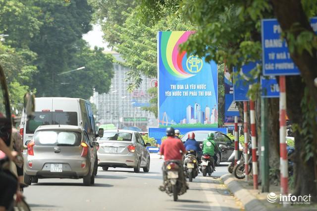 Đường phố Hà Nội rực rỡ trước kỉ niệm 65 năm Ngày giải phóng thủ đô - Ảnh 10.