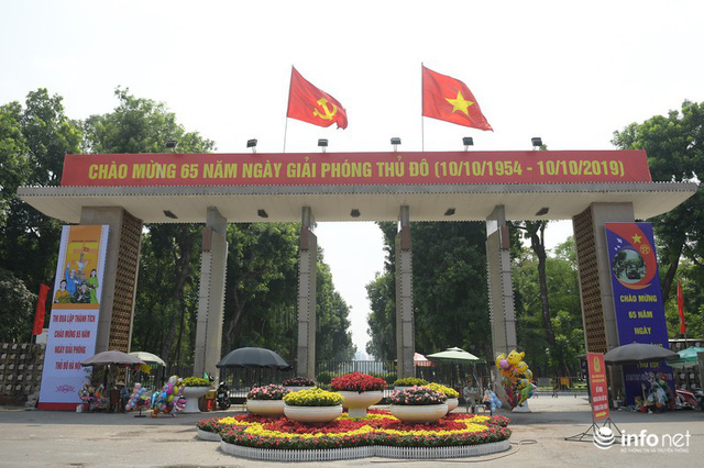 Đường phố Hà Nội rực rỡ trước kỉ niệm 65 năm Ngày giải phóng thủ đô - Ảnh 12.