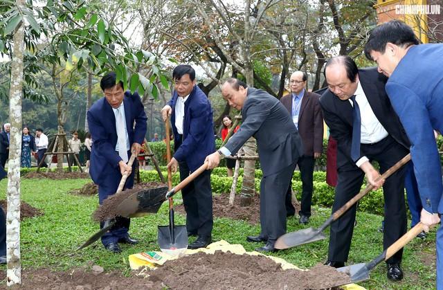 Thủ tướng thăm kênh vốn của người nghèo nhân đầu năm mới - Ảnh 5.