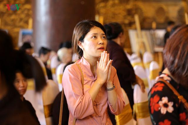 Hàng vạn người dự lễ tắm Phật tại đàn lễ Cầu nguyện hòa bình thế giới - Ảnh 9.