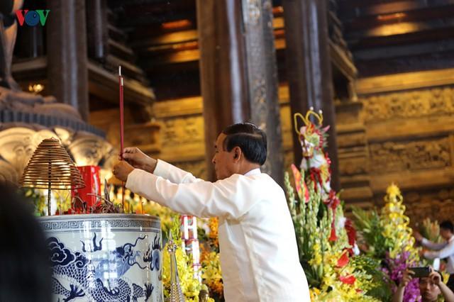 Hàng vạn người dự lễ tắm Phật tại đàn lễ Cầu nguyện hòa bình thế giới - Ảnh 12.