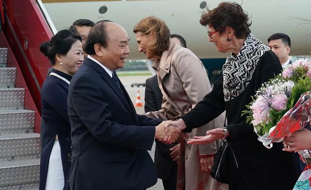 Thủ tướng đến Oslo, bắt đầu thăm chính thức Na Uy - Ảnh 1.