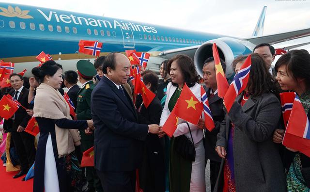 Thủ tướng đến Oslo, bắt đầu thăm chính thức Na Uy - Ảnh 2.
