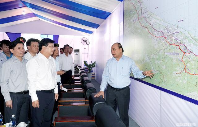 Thủ tướng: Tuyến đầu tiên của cao tốc Bắc-Nam phía Đông phải là hình mẫu - Ảnh 2.