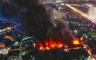 Ứng phó sự cố môi trường sau vụ cháy ở Rạng Đông, quy trình đã có sao vẫn chậm chạp?