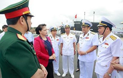 Chủ tịch Quốc hội Nguyễn Thị Kim Ngân thăm bộ đội Hải quân